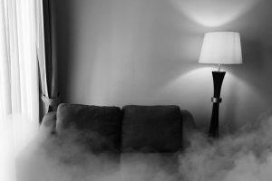 kamin-rauch-drueckt-in-die-wohnung