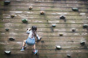 kletterwand-outdoor-selber-bauen