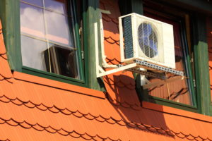 klima-splitgeraet-dachboden