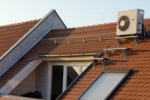 klimaanlage-ausseneinheit-dachboden