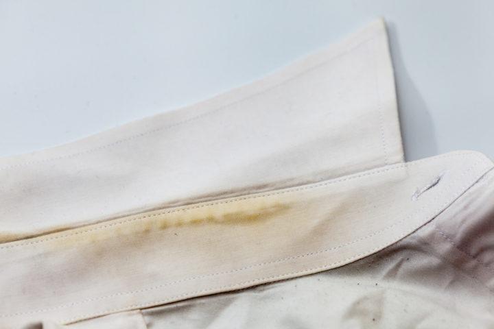 kragenschmutz-entfernen-rasierschaum