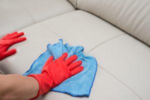 kunstleder-couch-reinigen