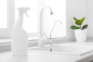 kunststoff-waschbecken-reinigen