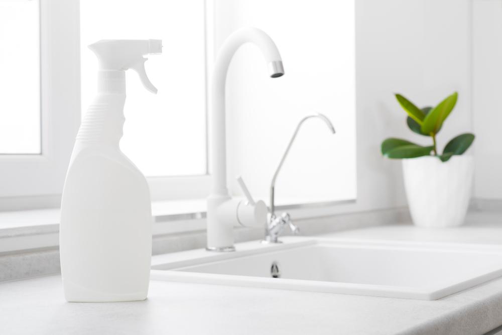 kunststoff-waschbecken reinigen » so geht's schonend