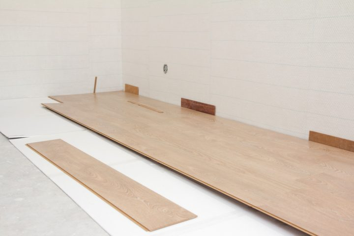 Laminat » Was tun, wenn der Abstand zur Wand zu groß ist?