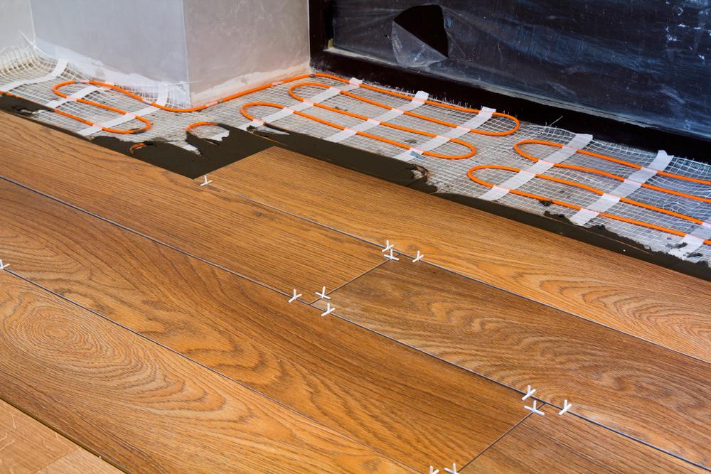 laminat auf fliesen mit fu bodenheizung keine gute idee. Black Bedroom Furniture Sets. Home Design Ideas
