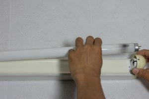 leuchtmittel-wechseln-spiegelschrank