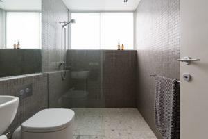 masse-begehbare-dusche-ohne-tuer