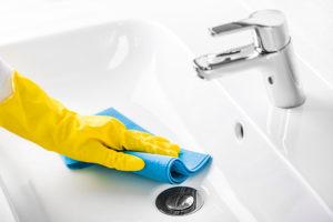 mineralguss-waschbecken-kratzer-entfernen