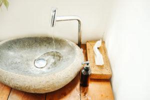 naturstein-waschbecken-kalk-entfernen