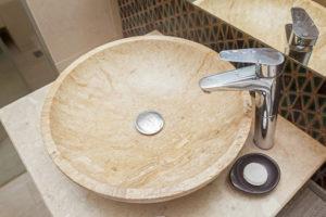 naturstein-waschbecken-reinigen