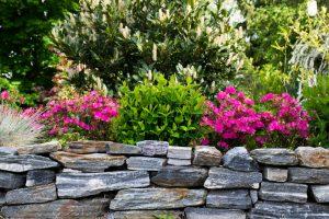 natursteinmauer-garten-selber-machen