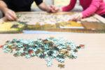 puzzle-kleben-mit-spruehkleber