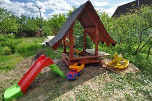 sandkasten-mit-dach-selber-bauen