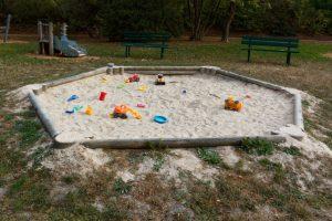 sandkasten-rundholz-selber-bauen