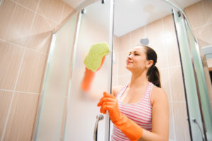 schiebetuer-dusche-reinigen