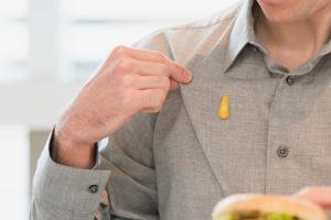 senfflecken-aus-kleidung-entfernen