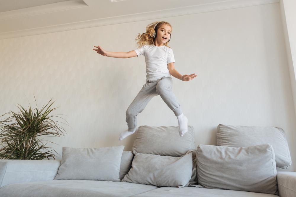 Fußboden Quietscht Nach Dem Putzen ~ Sofa quietscht ursachen und maßnahmen