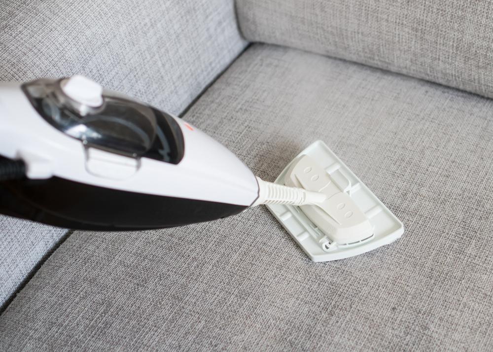sofa reinigen mit diesen mitteln wird die couch richtig sauber. Black Bedroom Furniture Sets. Home Design Ideas