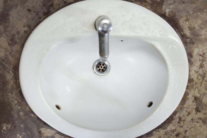 spannungsriss-waschbecken