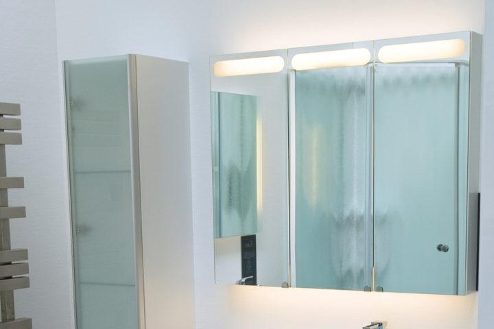 spiegelschrank-an-rigipswand-befestigen