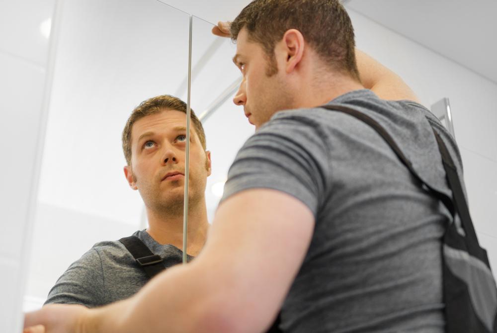 Spiegelschrank Aufhangen Ohne Bohren Die Alternativen