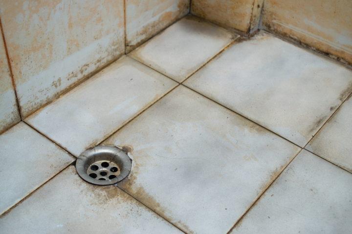 stark-verschmutzte-dusche-reinigen