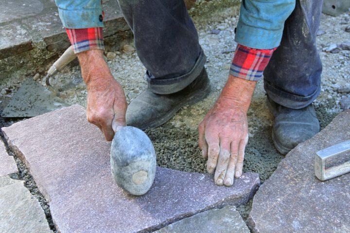 steinplatten-verlegen
