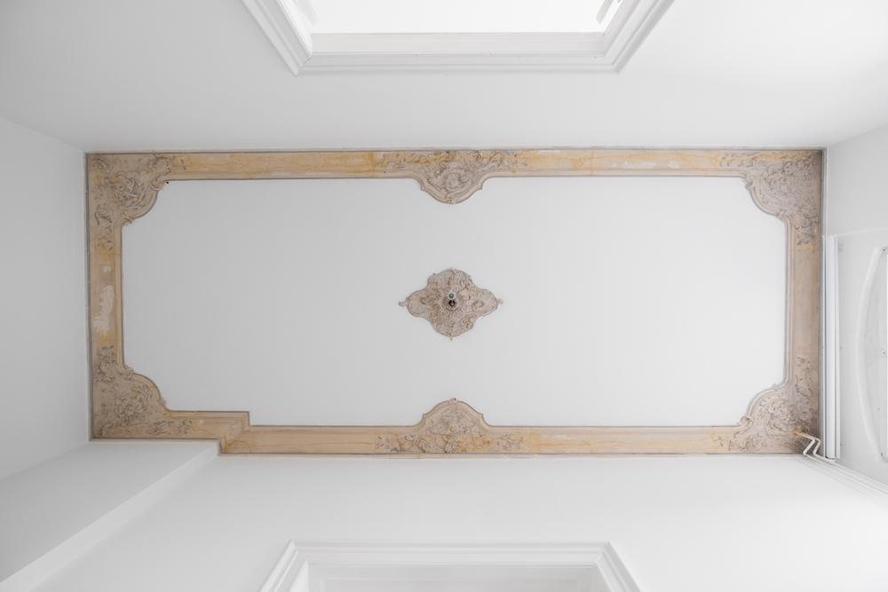 farbe vom stuck entfernen so gelingt 39 s. Black Bedroom Furniture Sets. Home Design Ideas