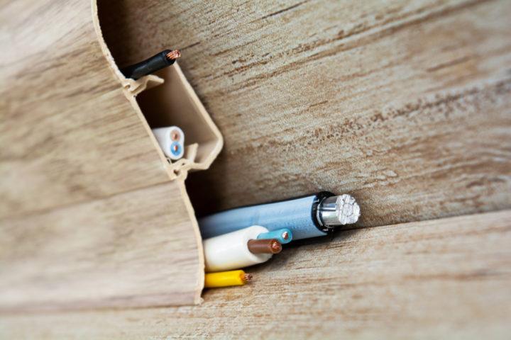 telefonkabel-und-stromkabel-zusammen-verlegen