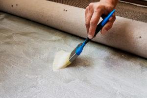 teppichboden-fixieren-mit-tapetenkleister