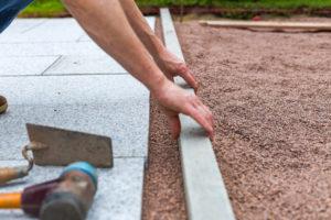 terrassenplatten-im-kiesbett-verlegen