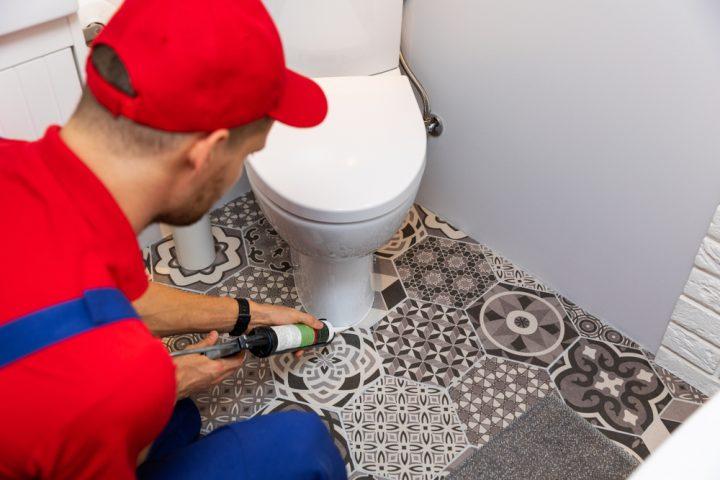 toilette-abdichten-mit-silikon