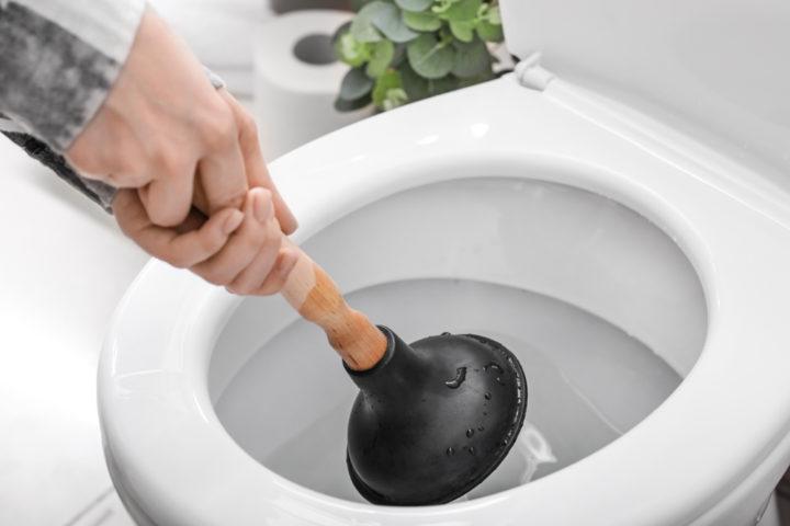 toilette-verstopft-frischhaltefolie