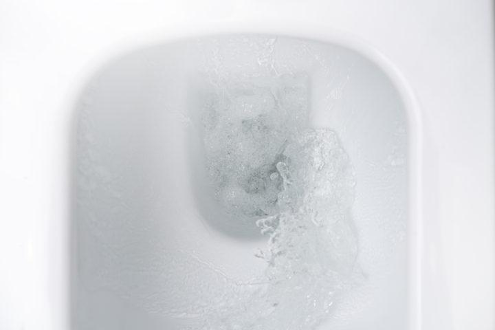 toilettenspuelung-spritzt