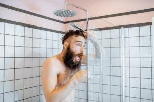 ueberall-warmes-wasser-nur-in-der-dusche-nicht
