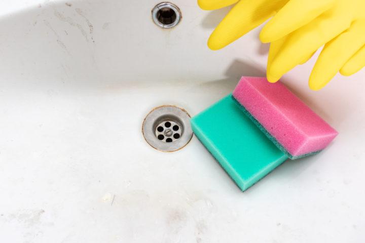 verfaerbung-waschbecken-entfernen