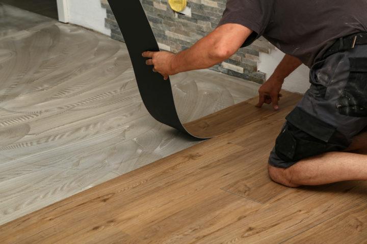 vinylboden-auf-holzdielen-verlegen