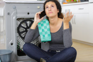waschmaschine-transportsicherung-anbringen