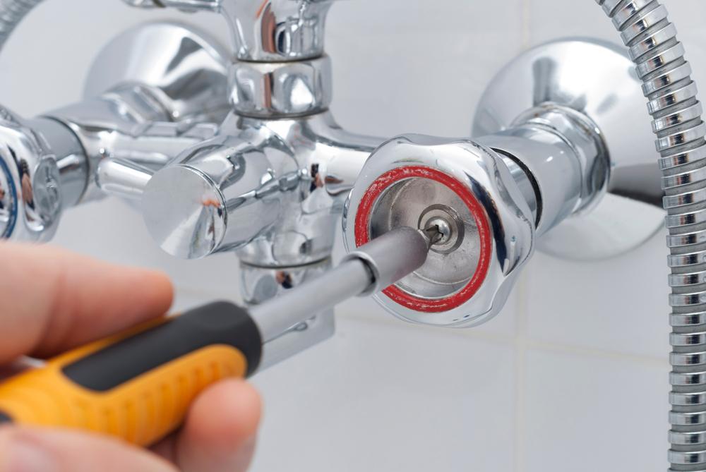 Abschrauben wasserhahn drehgriff Griff vom