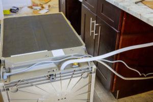 wasserzulauf-spuelmaschine-reinigen