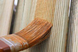 zaun-streichen-welche-farbe